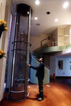 Из этой статьи Вы узнаете о том, какие виды коттеджных лифтов бывают, и на что следует обращать.