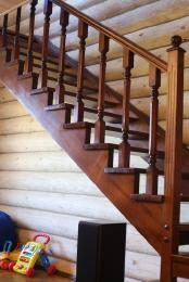 Изготовление элементов лестниц из массива дуба.