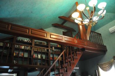 Лестницы, потолки из дерева