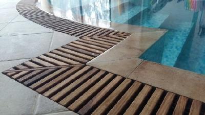 Тиковые переливные решетки для бассейнов