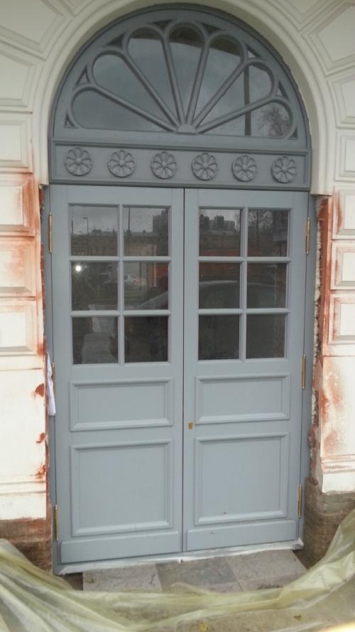 входная дверь для загородного дома клин